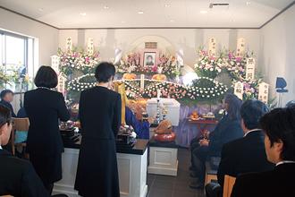 法要堂での家族葬の様子